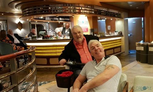 P&O Oceana Cruise Ship Explorers bar #cocktails #predinnerdrink #atriumviews #raspberrycremebruleematini #heartoftheatrium