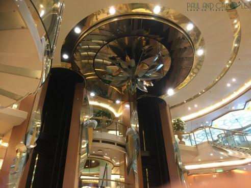P&O Oceana Cruise Ship Atrium #atrium #stunningatrium #artwork #beatifulatrium #heartoftheship #piano #dancing