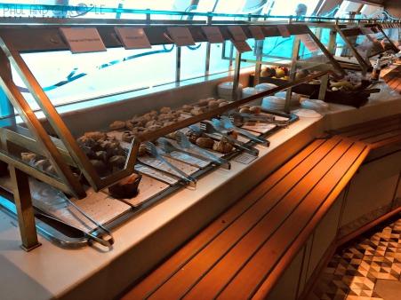 P&O Oceana - buffet restaurant #P&O #P&O Oceana P&O cruises #europeancruiseports #cruises #shiplife #goodfood #buffet #dinnertime #plaza