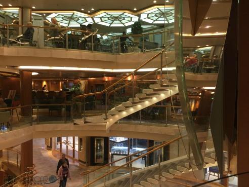 P&O Oceana Tiffany's #atrium #atriumviews #coffeetime #cocktails  #oceana #cruiseship