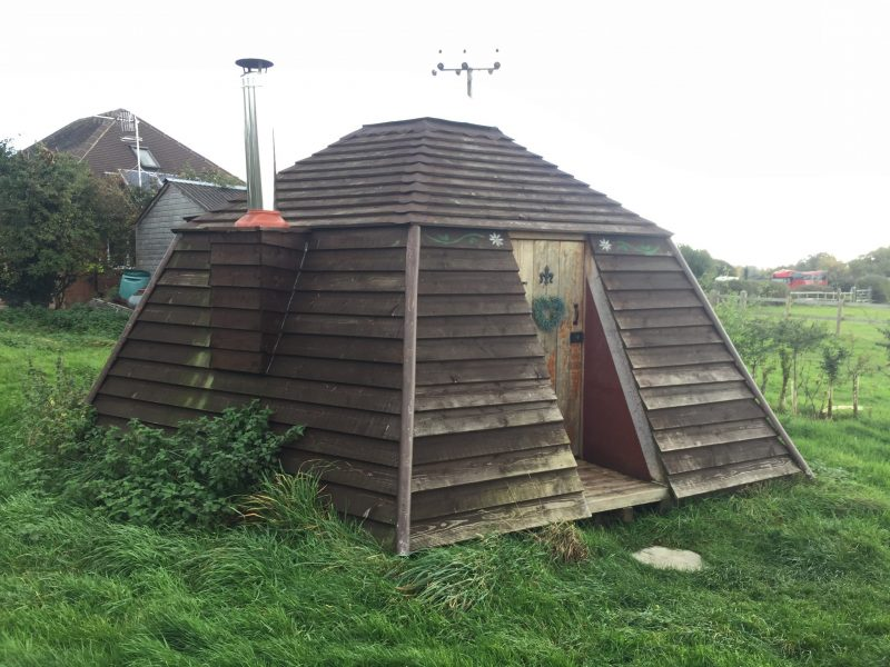 bee hive accommodation drum and monkey campsite pub upton upon severn worcestershire