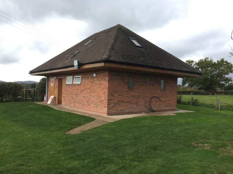 Toilet and shower block drum and monkey pub campsite upton upon severn worcestershire