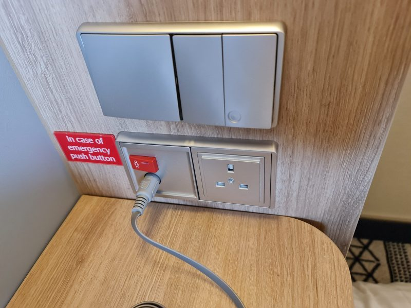 P&O Iona Accessible Balcony Cabin 12514 Review plugs 3 pin bedside